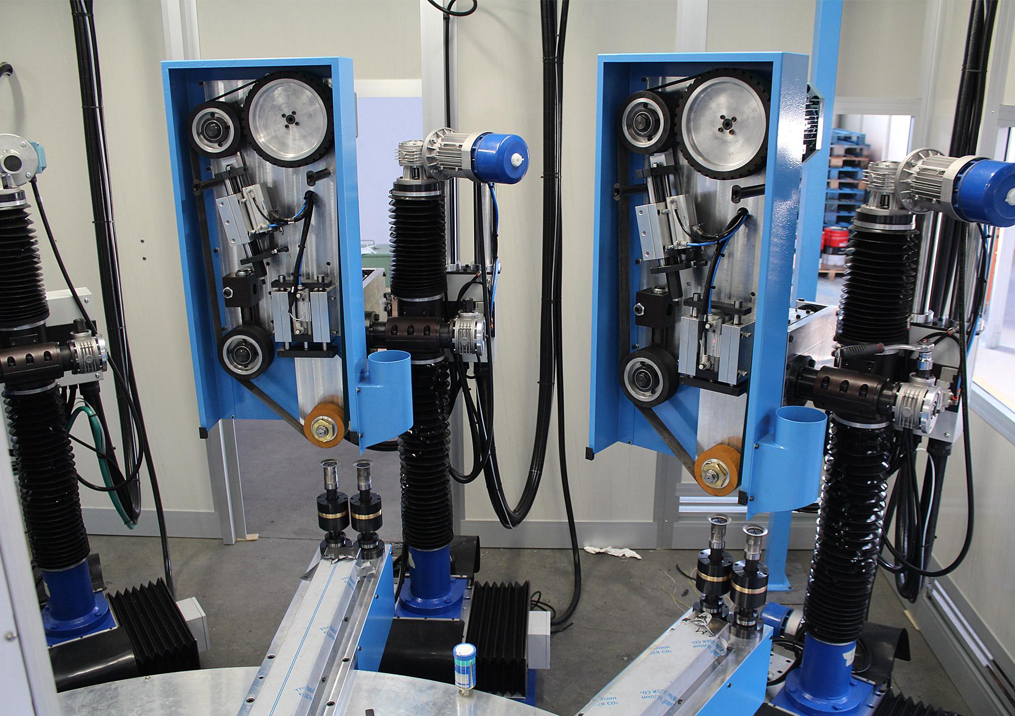 Carrousel rotatif indexé avec unité d'émerisage modèle C.S.L. et unité de polissage modèle C.P.L.